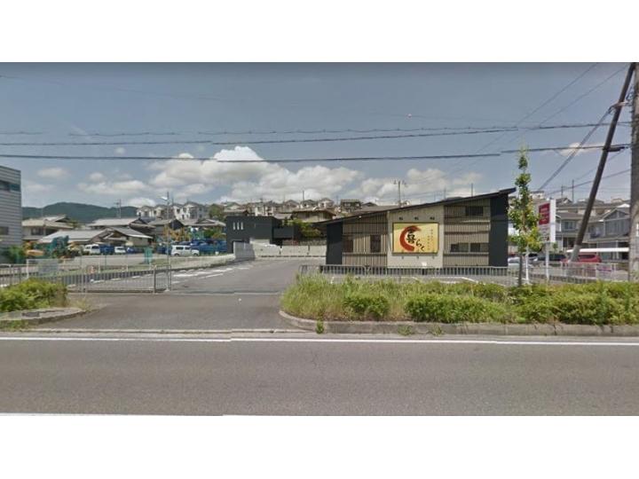 国道161号線沿い、飲食店居抜き店舗 駐車場18台有。