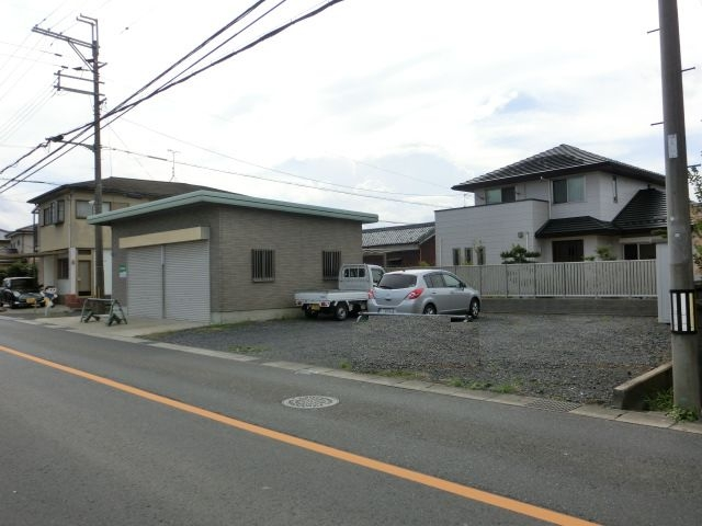草津市下笠町テナント 浜街道沿い店舗、倉庫 駐車場5台以上駐車可能。
