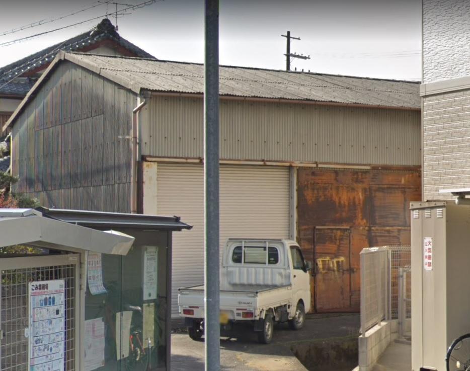 栗東市小柿エリア 電動シャッター付の1階約25坪貸倉庫