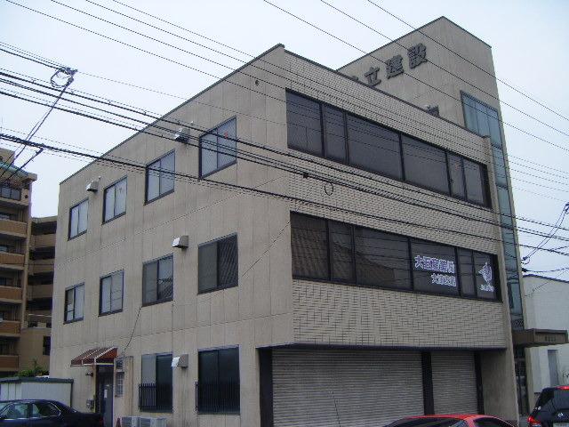 大津市 事務所向き2階約9坪テナント 駐車場2台あり