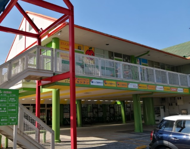 草津市 大型団地内商業施設 2階約18坪テナント 来客駐車場有
