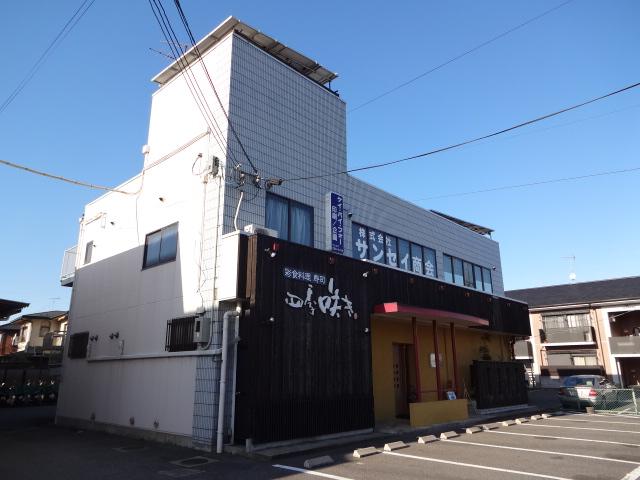 野洲市 県道2号線沿い、2階テナント、駐車場あり。