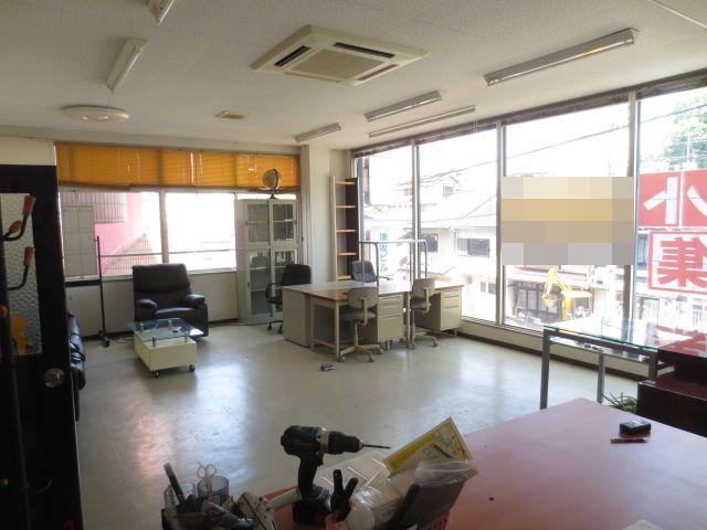 大津市 JR大津駅徒歩7分、事務所、教室向き約12坪テナント 幹線道路沿い視認性良好。